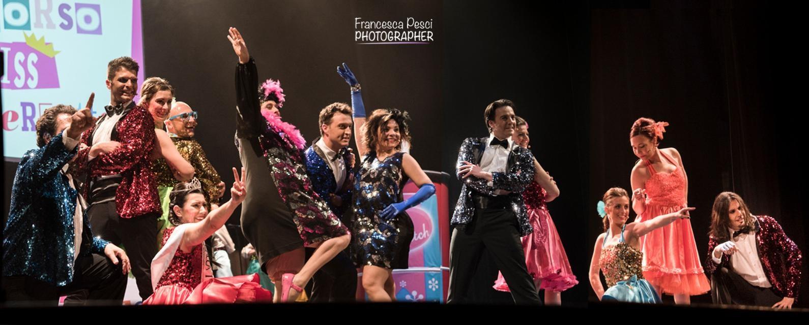 """Lo spettacolo """"Welcome to the '60… non si può fermare il ritmo"""" riscalda il Teatro Municipale di Casale Monferrato"""